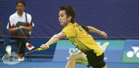 Malaysia Tigers' Chong Wei Feng defeated Musica Champion's Lee Hyun Il 21-15, 21-19 yesterday.