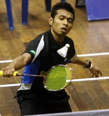 Great run: Iskandar Zulkarnain Zainuddin is through to the final after beating senior Chan Kwong Beng in the Selangor Open.