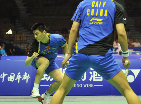 Fu Haifeng (L) and Cai Yun plays during their Thomas Cup quarter-finals against Malaysia in Wuhan, May 23, 2012.
