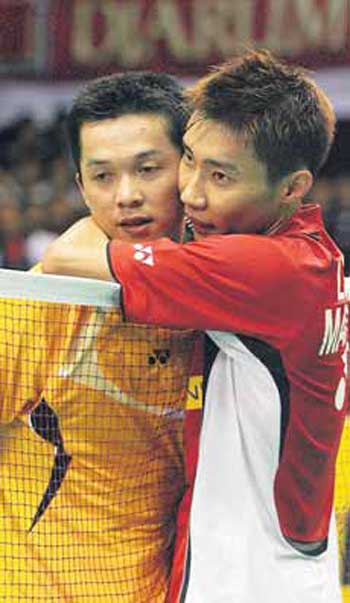 Lee Chong Wei (right) hugs Taufik Hidayat after beating him on Sunday.