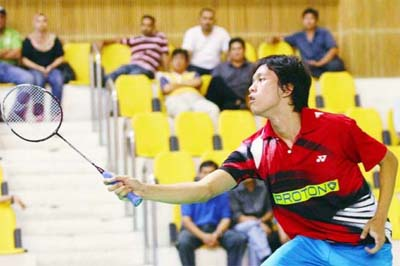 Malaysian affair: Misbun Ramdan Misbun returns the shuttle to Li Yisheng of China in the boys' singles quarter-finals yesterday. Misbun won 23-21, 14-21, 21-19 to set up a semi-final showdown with Iskandar Zulkarnain Zainuddin.