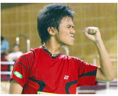 Sheer ecstasy: Mohd Syawal Ismail celebrates after beating Hao Hsu-jen of Taiwan in the boys' singles quarter-finals on Friday.
