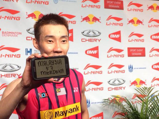 World Champs: Lee Chong Wei powers into semi-finals