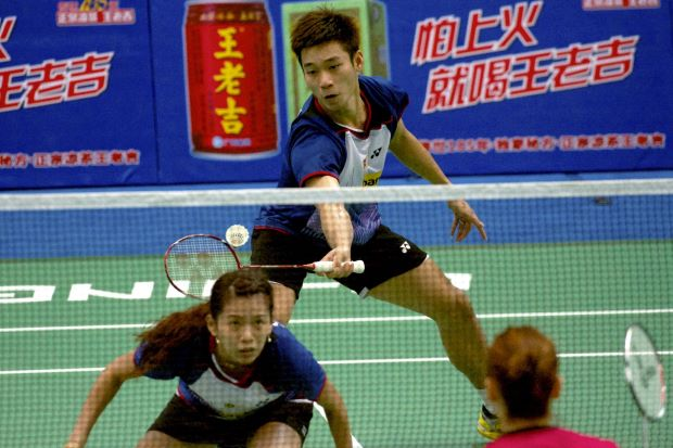 Goh Liu Ying (foreground) and partner Chan Peng Soon went down to Kim Ki-jung-Kyung Eun-jung of South Korea in the second round of the World Championships in Guangzhou this month. Liu Ying now intends to focus on the mixed doubles and give up competing in the women's doubles.