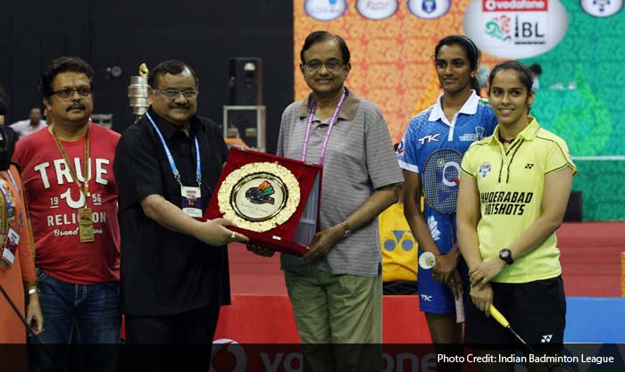 The stage was now set for what many considered as the match of the tournament. India's leading women's shuttlers Saina Nehwal and PV Sindhu went head to head, but not before getting best wishes from India's Finance Minister P Chidambaram. The former Home Minister received a memento from Badminton Association of India.