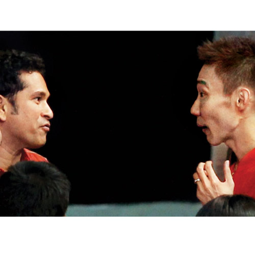 Sachin Tendulkar has a chat with World No. 1 Lee Chong Wei after the latter put Mumbai Masters on the board with a straightforward win over Krrish Delhi Smashers player Liew Daren at the NSCI courts in Mumbai on Tuesday.