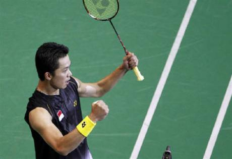 Indonesia's Taufik Hidayat celebrates after defeating South Korea's Park Sung-hwan during their Men's semi-final match at the 2010 Badminton World Championships at the Coubertin stadium in Paris, August 28, 2010.