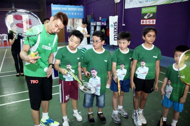 Lee Chong Wei showing the participants the proper way to hold a badminton racquet at a coaching clinic yesterday.