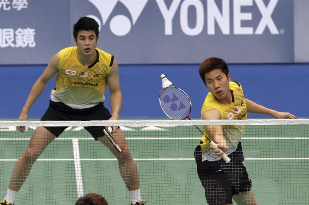 Goh V Shem (right) returns a shot to Ko Sung-hyun and Lee Yong-dae of South Korea as his partner Lim Khim Wah looks on during a men's doubles semi-final match at the Badminton Asia Championships in Taipei on April 20.