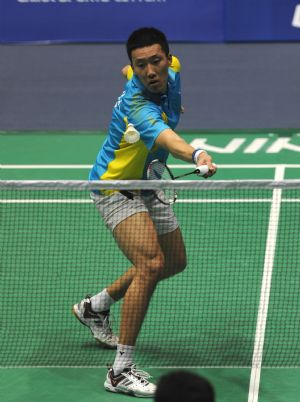 Park Sung Hwan of South Korea competes during men's singles second round match against Hu Yun of Hong Kong, China at 2009 China Masters in Changzhou, east China's Jiangsu Province, on Sept. 17, 2009. Park Sung Hwan won 2-0.