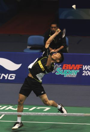 Malaysia' Lee Chong Wei competes during men's singles second round match against England's Rajiv Ouseph at 2009 China Masters in Changzhou, east China's Jiangsu Province, on Sept. 17, 2009. Lee won 2-0.