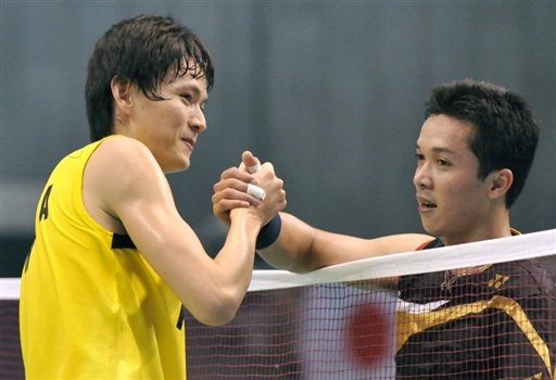 Bao Chunlai of China (L) and Taufik Hidayat of Indonesia shake hands after their men's singles final match in the Japan