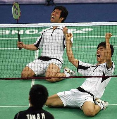 Indomitable pair: South Korea's Jung Jae-sung (left) and Lee Yong-dae beat China's Cai Yun-Fu Haifeng to win the China Masters men's doubles title Sunday.