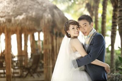 Love birds: Lee Chong Wei and Wong Mew Choo posing during one of their photoshoots at the Sepang Gold Coast Palm Tree Resort Thursday