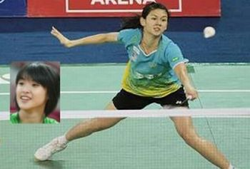 Getting it right: Woon Khe Wei and Vivian Hoo (inset) defeated Thai pair Sujitra Ekmongkolpaisarn-Punyada Munkitchokecharoen to reach the final of the Indonesian Open GP Gold event in East Kalimantan yestertday.