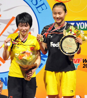 China's Wang Yihan(R) and her compatriot Jiang Yanjiao display their trophies during awarding ceremony after their women's singles final match at Hong Kong open super series 2009 in Hong Kong, south China, Nov. 15, 2009. Wang Yihan won 2-0, and claimed the title of the event.