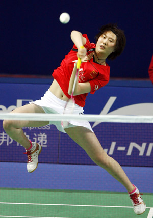 China's Lu Lan returns the shuttlecock to her teammate Wang Lin during the women's singles second round match at the 2009 Badminton China Open Tournaments in Shanghai, east China, on Nov. 19, 2009. Lu Lan won 2-0.