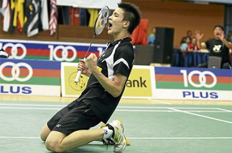 Soo Teck Zhi beat Luis Ramon Garrido of Mexico 21-11, 21-12 in the second round and will meet Yang Sheng Jie of Taiwan today.
