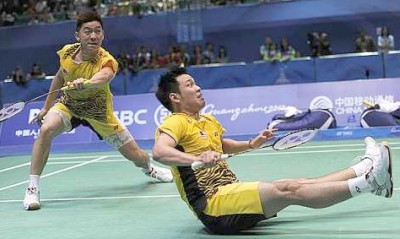 Shown the exit: Tan Boon Heong (left) and Koo Kien Keat were beaten by Indonesia's Muhammad Ahsan-Bona Septano 21-12, 18-21, 19-21 in the second round of the Hong Kong Open yesterday.