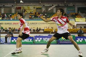 In good form: Malaysia's Chooi Kah Ming and Ow Yao Han (left) defeated South Koreans Kim Ki-seob-Na Jae-yeob 17-21, 21-10, 21-10 in the third round of the Korean Open GP Gold tournament yesterday.