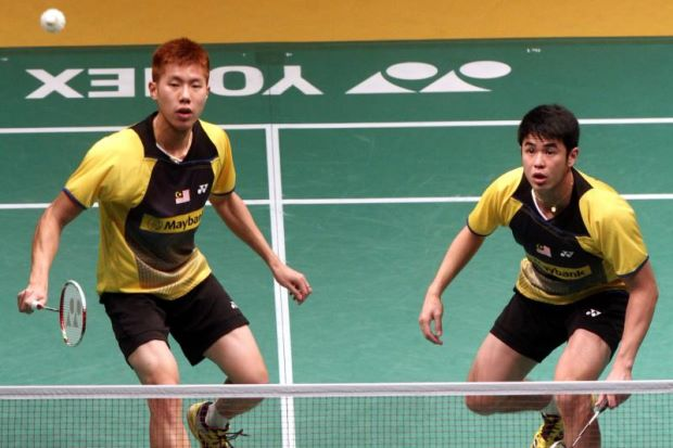 Goh V Shem (left) and Lim Khim Wah in action against Mathias Boe-Carsten Mogensen of Denmark during their first round match in the Maybank Malaysian Open. V Shem-Khim Wah won 24-22, 17-21, 21-18.