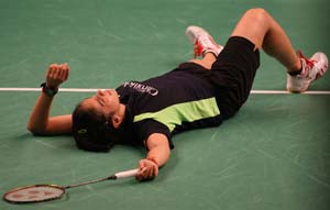 Saina fought hard before going down 21-16 10-21 19-21 to Yao Xue of China, while Sindhu lost to sixth seed Yeon Ju Bae of Korea 16-21 19-2.