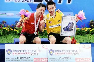 Best friends: Malaysia's Lee Chong Wei and Taufik Hidayat of Indonesia showing off their medals and mock cheques at the Malaysia Open on Sunday.