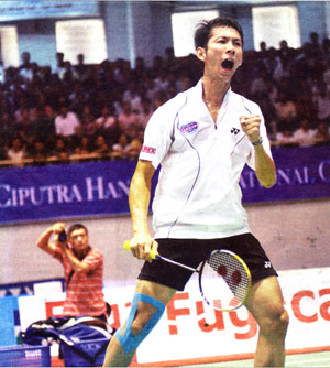 Born to be wild: Nguyen Tien Minh reacts after defeating Rumbaka Dyonisius Hayom, of Indonesia, 21-13, 21-15 in the men's singles final of the Ciputra Hanoi-Vietnam Challenge yesterday. Minh defends his title and goes home with $1,125 and 4,000 points bonuses.