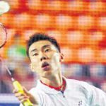 Lee Chong Wei beat Singapore's Derek Wong 21-12, 21-11 and later beat Lim Fang Yang 21-9, 21-14 to qualify for the third round.