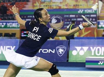 Veteran's touch: France's Pi Hongyan returning a shot to Germany's Juliane Schenk during their women's singles quarterfinal on Friday.