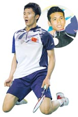 Tian Houwei (front) beat Iskandar Zulkarnain Zainuddin (back) to win the Asian Junior Championship