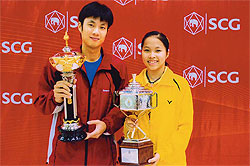 PODIUM: Boonsak Ponsana and 14-year-old Rachanok Intanon hold their silverware at the All-Thailand Championships.