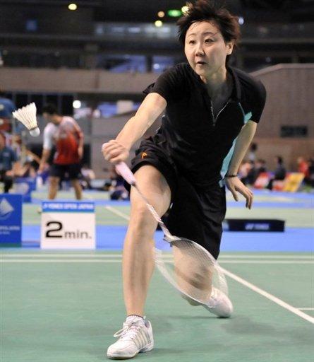 Zhou Mi of Hong Kong reaches for a return against Adriyanti Firdasari of Indonesia