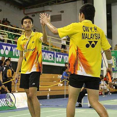 No sweat: Ow Yao Han (right) and Chooi Kah Ming stormed into the semi-finals by beating Chang Kai-liang-Lin Yu-te of Taiwan 21-17, 22-20 on Friday.