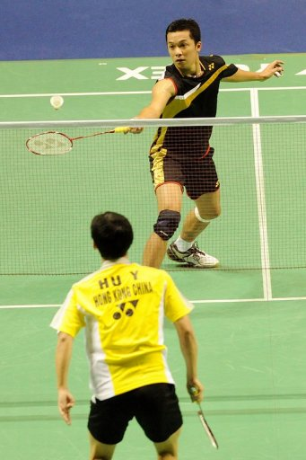 Taufik Hidayat returns a shot to Hu Yun