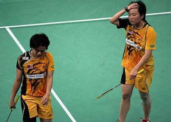 Not up to mark: Wong Pei Tty and Chin Eei Hui leaving the court after they failed to beat the Indonesian pair of Greysia Polii and Meiliana Jauhari in the Uber Cup quarterfinals at the Putra Stadium in Bukit Jalil yesterday