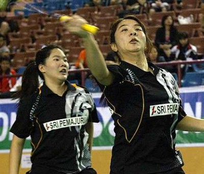 A surprise: Ng Hui Ern and Ng Hui Lin qualified for the final after they beat Zhang Dan and Zhang Zhibo of Macau.