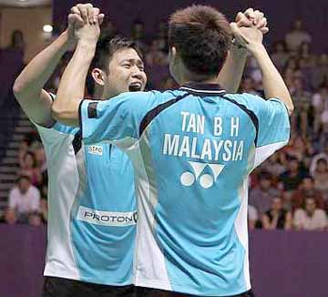 We're in the final: Malaysia's Koo Kien Keat and Tan Boon Heong celebrating after defeating China's Guo Zhengdong-Xu Chen in the men's doubles semi-finals of the World Championships in Paris yesterday. Kien Keat-Boon Heong won 21-14, 21-18.