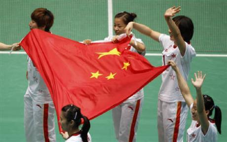 Members of China's badminton team celebrate winning their women's team final match against Thailand at the 16th Asian Games in Guangzhou, Guangdong province, November 15, 2010.