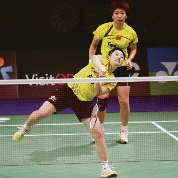 China's Wang Xiaoli (back) and Yu Yang won their sixth international title in eight years after beating Tian Qing-Zhao Yunlei 22-20, 21-16 yesterday.