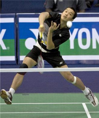 Taufik Hidayat outplays Shon Wan Ho at the Thomas Cup Preliminary Round