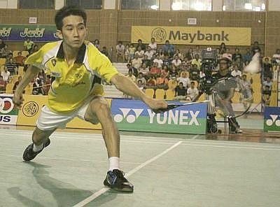 Worthy champion: Chong Wei Feng in action during the Selangor Open Div 1 men's singles final against Iskandar Zulkarnain Zainuddin yesterday. Wei Feng won 12-21, 21-10, 21-14.