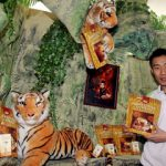 Endorsement: Lee Chong Wei posing with some of the products after signing on as the brand ambassador for CNI White Coffee Cendawan Susu Harimau and Well3 brand in Shah Alam Tuesday.