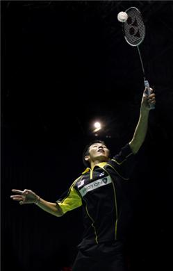 Chong Wei Feng stamps his mark over Kenichi Tago in Men's Singles first round at Japan Open 2012