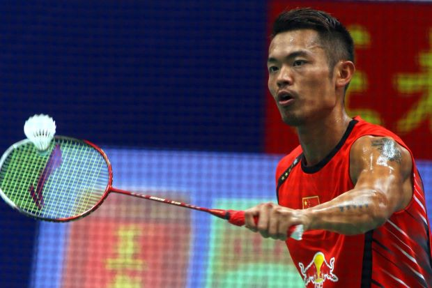 China's Lin Dan had an easy 21-6, 21-9 win over USA's Sattawat Pongnairat.