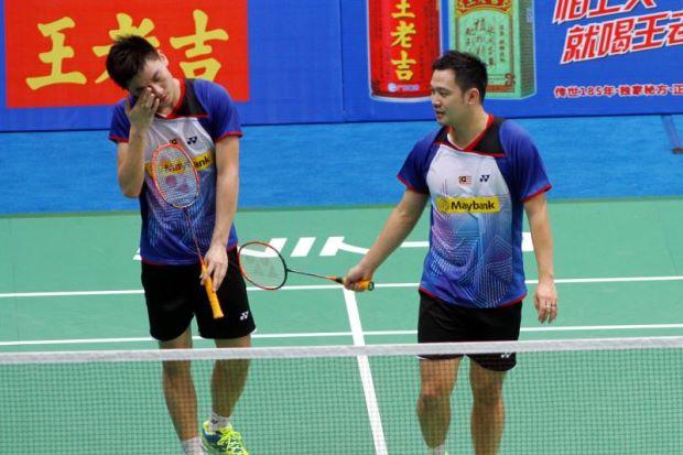 Koo Kien Keat (right) and Tan Boon Heong react after losing to South Korea's Kim Ki-jung-Kim Sa-rang in the quarter-finals of the World Championships.