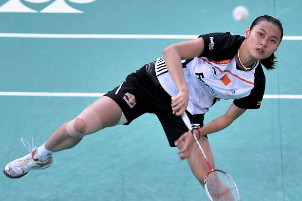 China's Wang Yihan defeated Ratchanok Intanon of Thailand in three tough sets on Saturday to advance to the Denmark Open final.