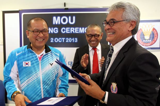 BAM president Tengku Tan Sri Mahaleel Tengku Ariff and BKA chief executive director Kim Joong-soo (left) sharing a light moment after the MoU signing in Bukit Kiara on Wednesday. Looking on is Datuk Dr Mohd Al-Amin Abdul Majid, BAM deputy president.