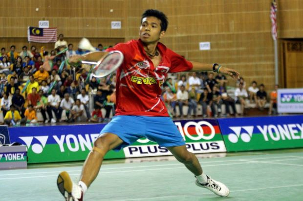 Iskandar Zulkarnian Zainuddin beat Asian Junior runner-up Jeon Hyuk-jin of South Korea 22-20, 17-21, 21-18 in the first round of the Korean Open GP Gold.