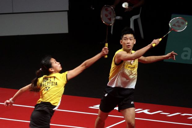 Chan Peng Soon-Goh Liu Ying were defeated 18-21, 12-21 in the Hong Kong Open quarter-finals by England's Chris Adcock-Gabrielle White.